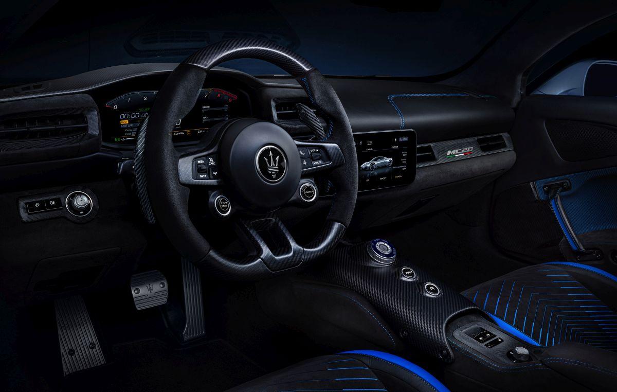 36_Maserati_MC20_interior